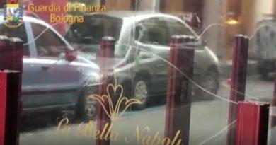 guardia di finanza arresta titolare bella napoli via san felice a Bologna