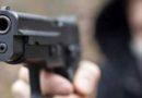 pistola puntata contro i vigili del fuoco