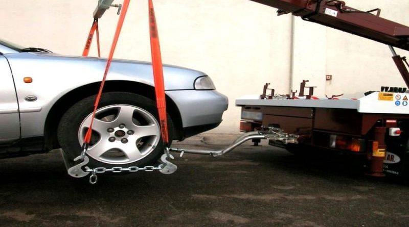 torna la pulizia delle strade nel centro di bologna con rimozione delle auto