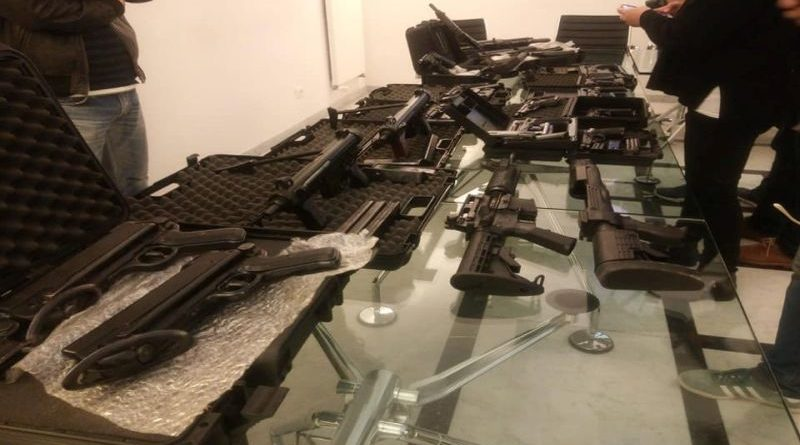 Costruiva armi come hobby arrestato un bolognese e sequestrato un arsenale fatto in casa