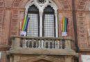 Vele arcobaleno su Palazzo D'Accursio