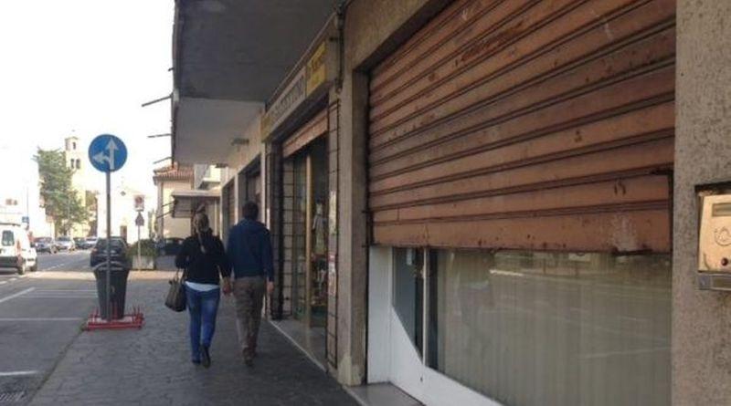 fondi per migliorare le vetrine dei negozi di periferia a Bologna