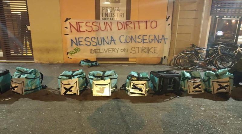 riders protesta a Bologna in via Indipendenza