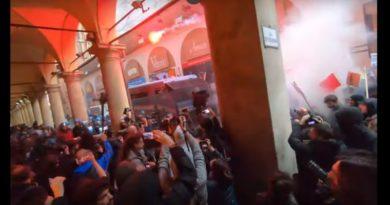 Bologna, scontri tra polizia e antifascisti per il comizio di Casapound e Forza Nuova di Roberto Fiore