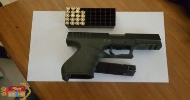 Spari in via Mondo, trovata una pistola dello stesso calibro in casa di 3 ragazzi