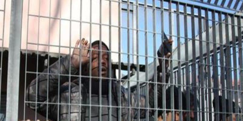 Migranti deportati da Bologna in Sicilia e decine di posti di lavoro persi
