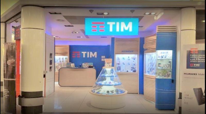 Da Napoli a Bologna per truffare negozi di telefonini