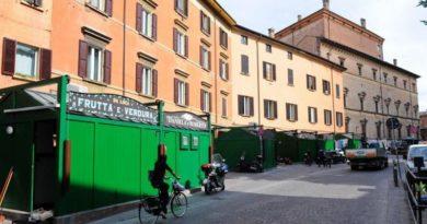 In piazza Aldrovandi a Bologna arriva il mercato della carta