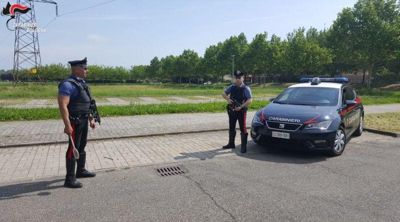 Ubriaco al volante va a sbattere contro un'auto parcheggiata a Imola