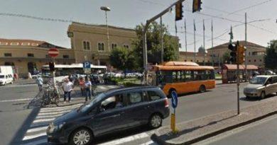 Malore in auto vicino la stazione, soccorso un 60enne