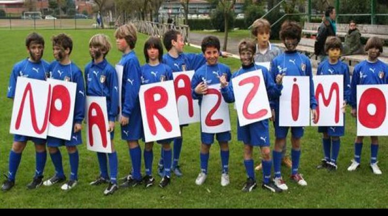 No al razzismo nello sport calcio Bologna