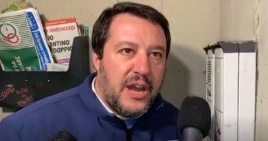 Matteo Salvini fa le ronde come nel fascismo