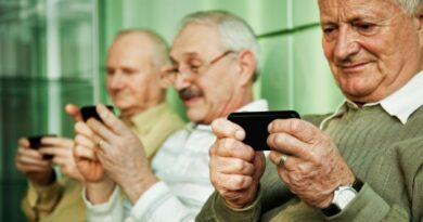 anziani tecnologia tablet smartphone bologna