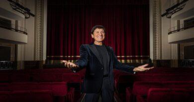 Il Teatro Duse riprende con Gianni Morandi