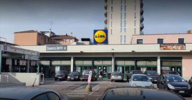 lidl furto parcheggio supermercato bologna