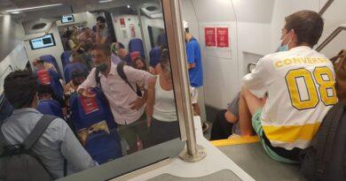 treno regionale assembramento affollamento mascherina