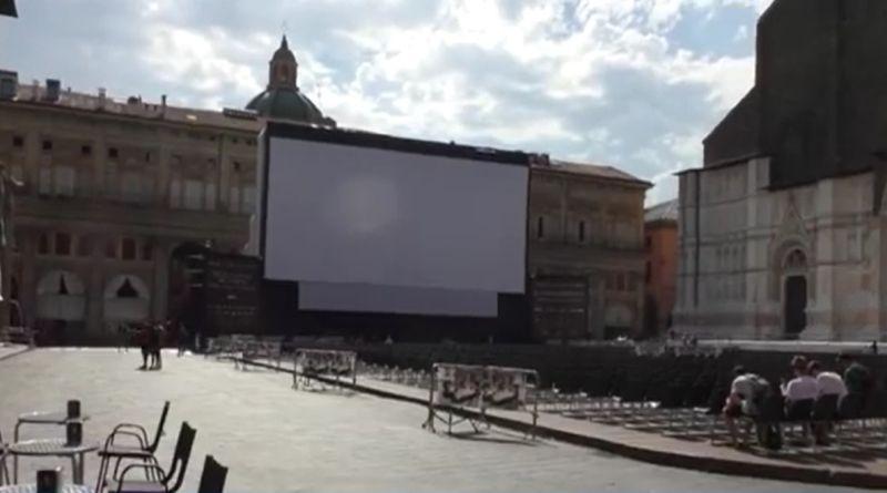film porno in piazza maggiore raccolta fondi carlo ferretti bologna