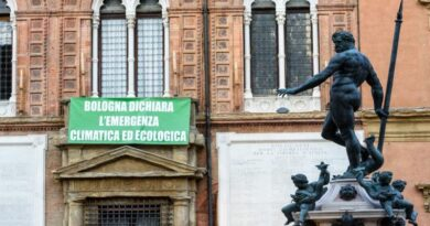 emergenza climatica ambiente green bologna striscione