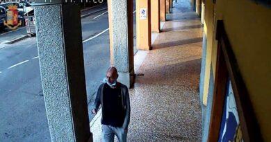 Preso il rapinatore dei negozi del centro di Bologna, in arresto un 48enne bolognese