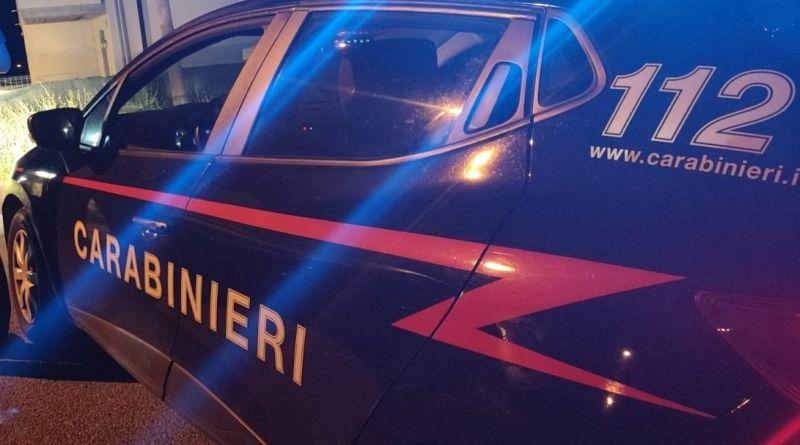 Accoltellano un uomo fuori da un bar di San Matteo della Decima: arrestati due campani