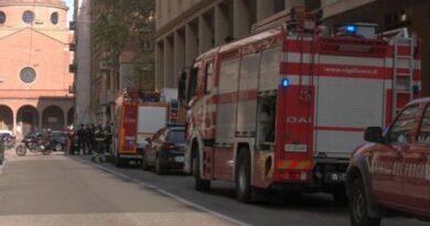 crollo muretto bologna studenti feriti