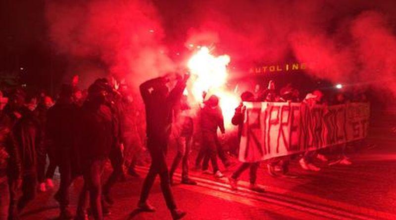 manifestazione bologna contro dpcm ultras estrema destra fumogeni governo giornalisti