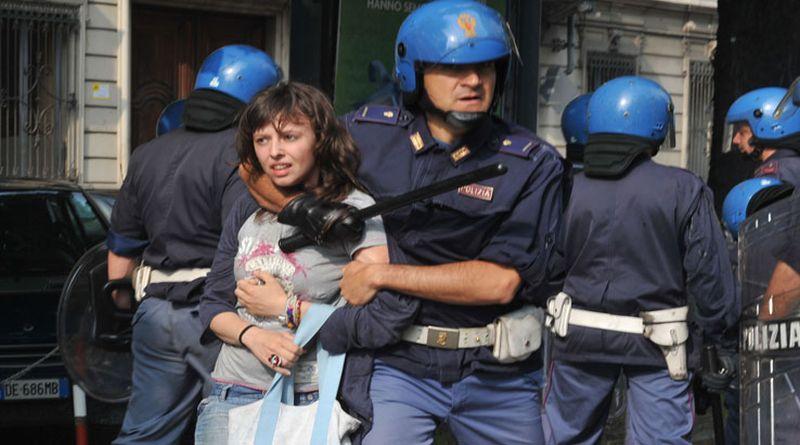 polizia violenta bologna