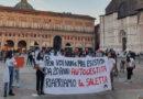 L'Università di Bologna chiude l'aula studio degli studenti di Medicina e cambia anche la serratura, è protesta