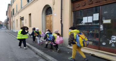 A Bologna si va a scuola camminando con «Pedibus», il pullmino a piedi che insegna ad essere bravi cittadini