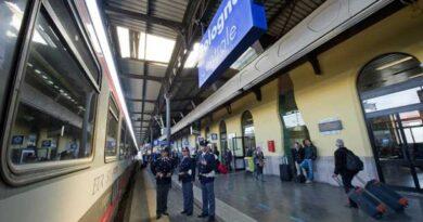 Misure anti-Covid ignorate e non solo: controlli, fermi e denunce nelle stazioni dell'Emilia-Romagna