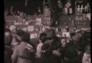Il Natale a Bologna negli anni Sessanta, le immagini del mercatino sotto al porticodei Servi