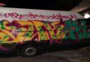 Scoperti mentre imbrattavano auto e un furgone, denunciati 2 graffitari