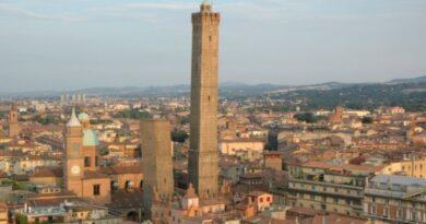 Nel 2020 a Bologna decessi +12%, ma resta stabile il numero dei residenti
