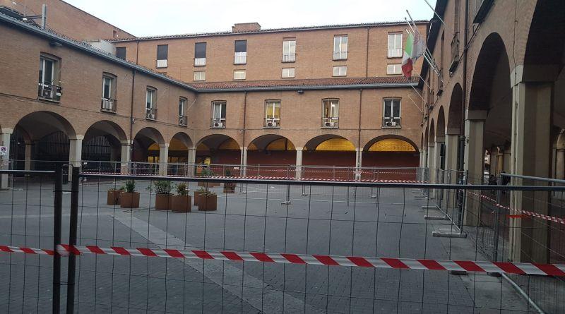 piazza scaravilli chiusa divieto bevande alcoliche nel centro storico bologna coronavirus covid