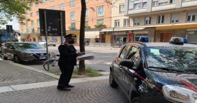 Stranieri irregolari e sostanze stupefacenti in due B&B a Bologna, sospese le licenze