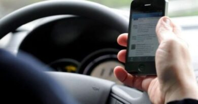 In un solo giorno a Bologna multate 49 persone perché alla guida con il cellulare