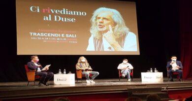 Si riapre il sipario del Teatro Duse con uno spettacolo di Alessandro Bergonzoni