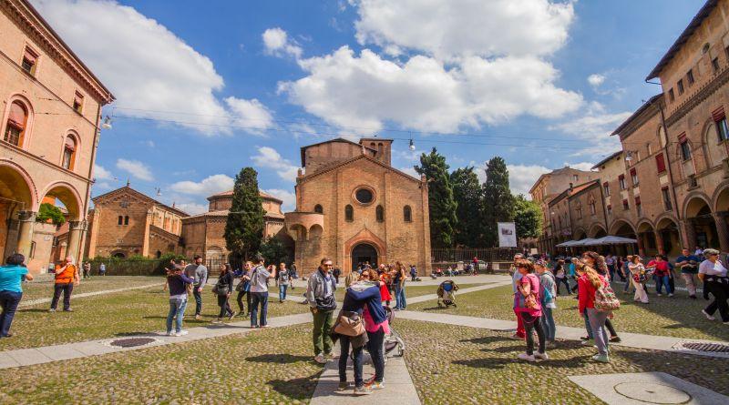 Bologna rilancia il turismo, due notti al prezzo di una e sconti e visite musei gratis