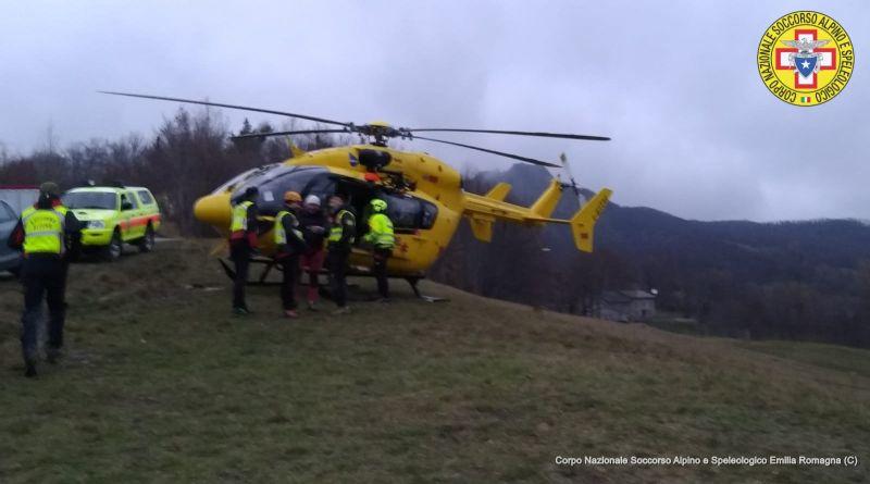 Cade in un dirupo di 50 metri per fare una foto durante un'escursione, ricoverato a Bologna