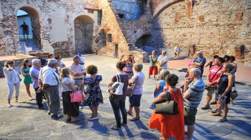 Studenti e volontari improvvisati dal FAI come guide turistiche, «Inopportuno e offensivo» bologna