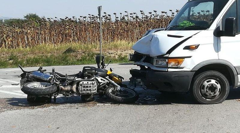 Scontro tra un corriere e una moto a San Giovanni in Persiceto, muore 52enne