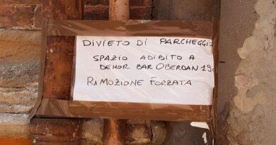 Dehors in centro a Bologna a discapito dei parcheggi auto, «cercare parcheggio così è un inferno»