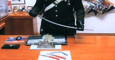 Minaccia i carabinieri con spranga e coltelli, arrestato 26enne a Malalbergo
