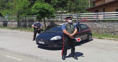 Urta un'auto parcheggiata, scappa e investe un carabiniere: arrestato un 30enne