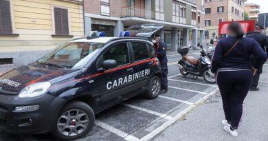 Accoltellato all'ora di pranzo in Bolognina, si cercano gli aggressori