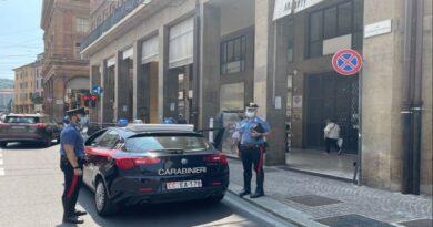 bologna Rapina in via Marconi, ferito un dipendente di un negozio di cellulari