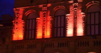 bologna Luce rossa su Palazzo Re Enzo per la Giornata mondiale del donatore di sangue