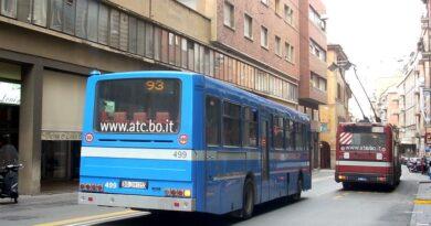 bologna Inquinamento acustico e incidenti in via Lame, «La sosta degli autobus è negativa per i residenti»