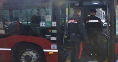 bologna castenaso Senza biglietto aggredisce i controllori dell'autobus 99, denunciato studente universitario