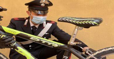 bologna Rivende una bicicletta rubata alla stessa proprietaria, denunciato per estorsione